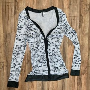 BKE women's animal print cardigan